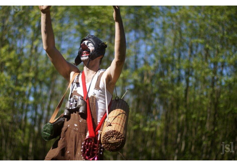 les-botanimenteurs-conduisent-des-visites-de-jardin-decalees-photo-lucas-david-1466093303